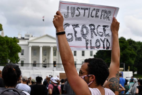 Rioters protest George Floyd 's death outside White House