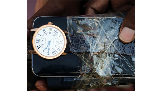 Dumb Thieves Sell US$20 000 Cartier Watch