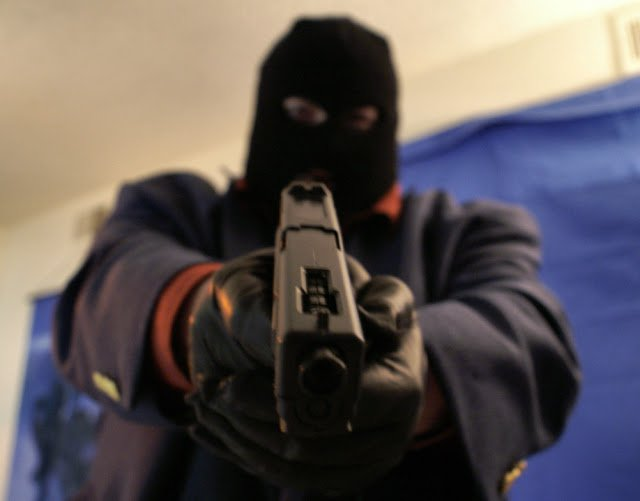 Armed Robbers Shot At Police Road Block