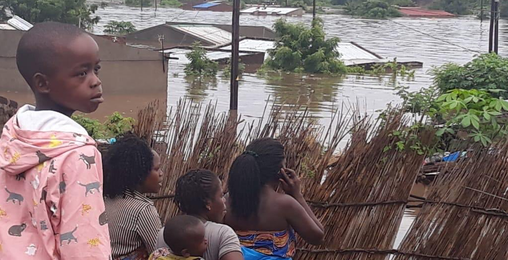 Cyclone Idai: Zimbabwe school hit by landslide