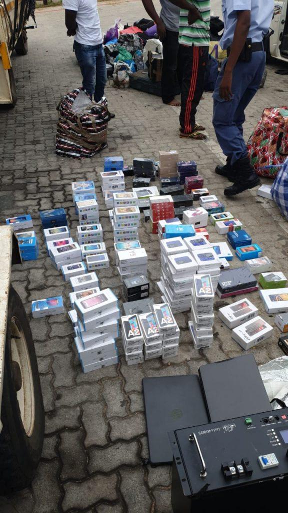 Zimbabweans caught with stolen phones