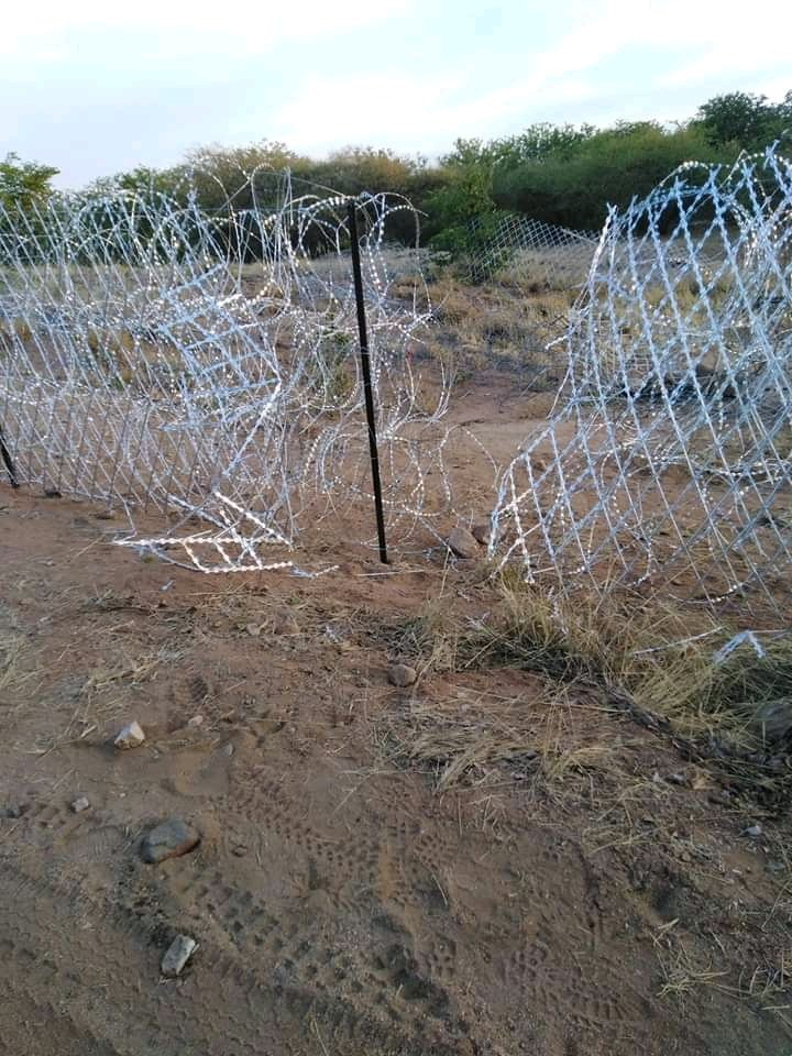 Zimbabweans Laugh Off South Africa's Border Fence