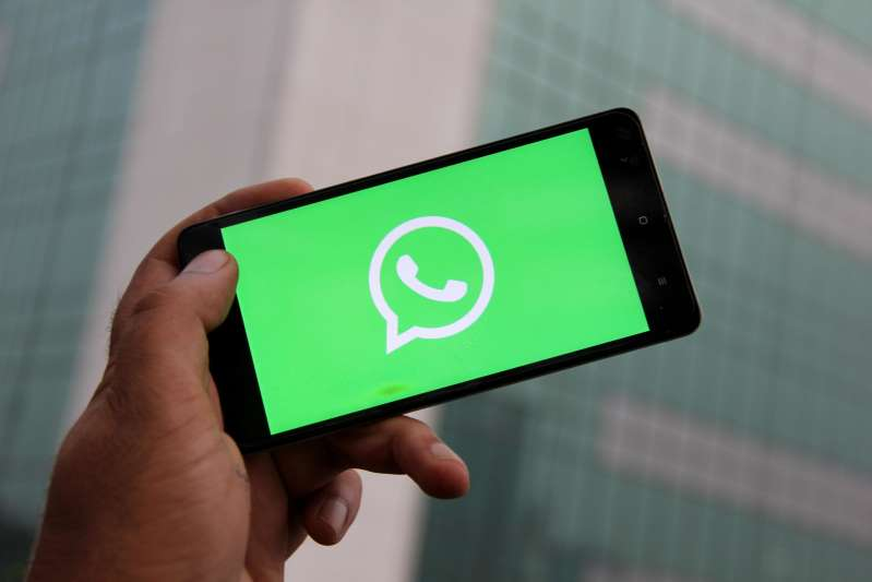 Chat With Multiple Contacts on Whatsapp Without Creating A Group